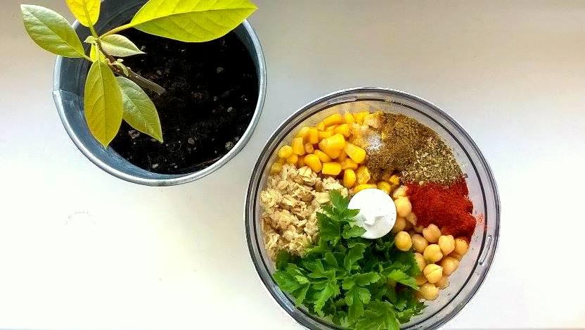 Burgery wegańskie z ciecierzycy i kukurydzy