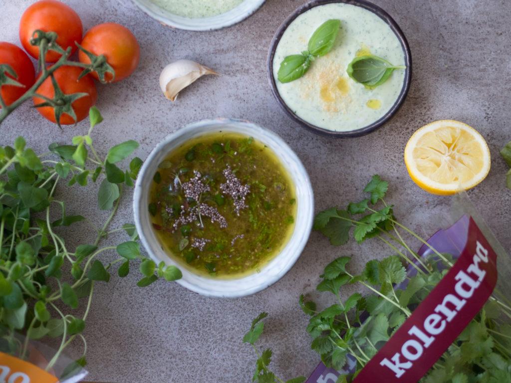 Winegret z nasionami chia to najbardziej uniwersalny sos do sałatki jaki znam