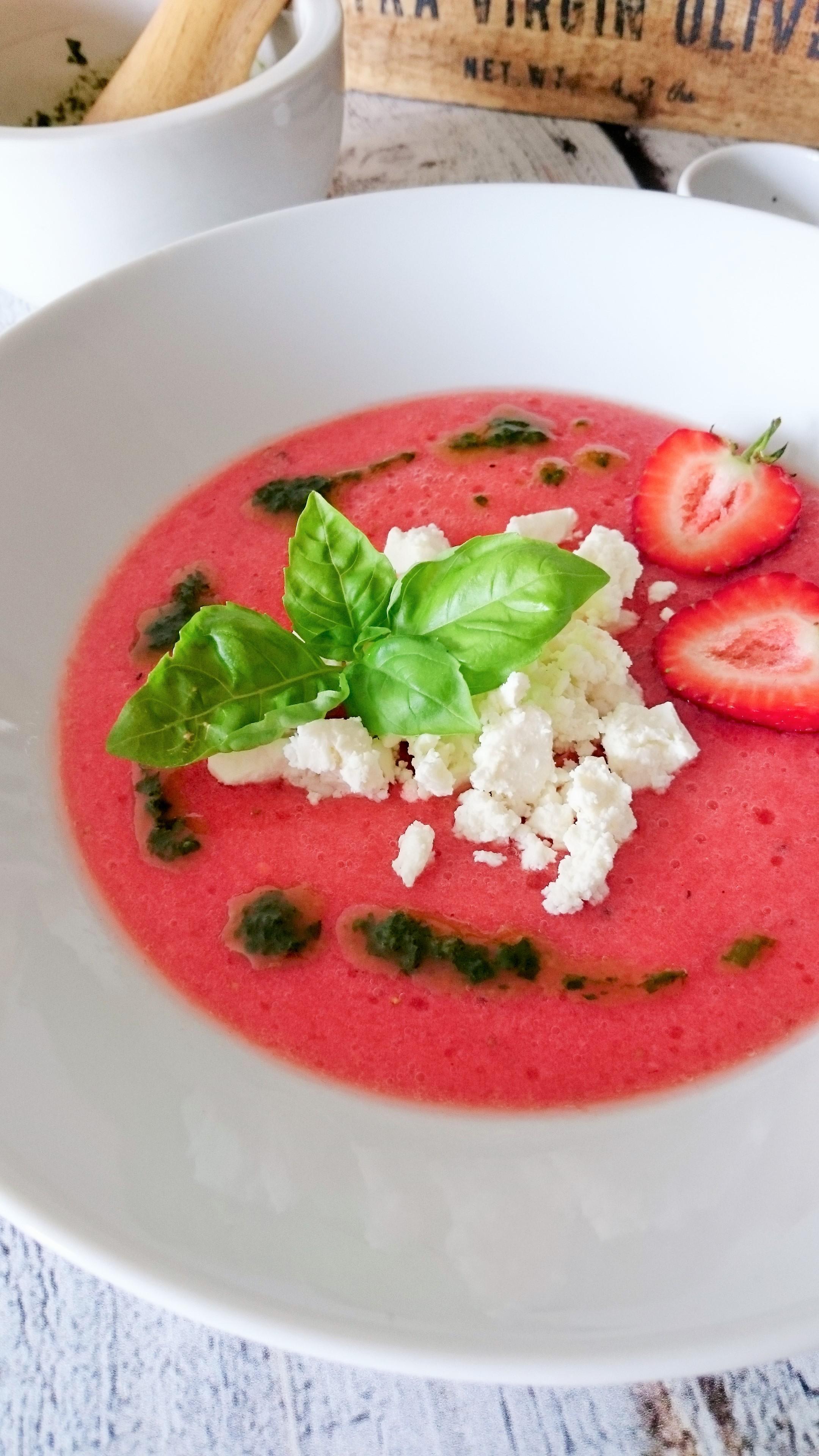 Chłodnik pomidorowo-truskawkowy z fetą
