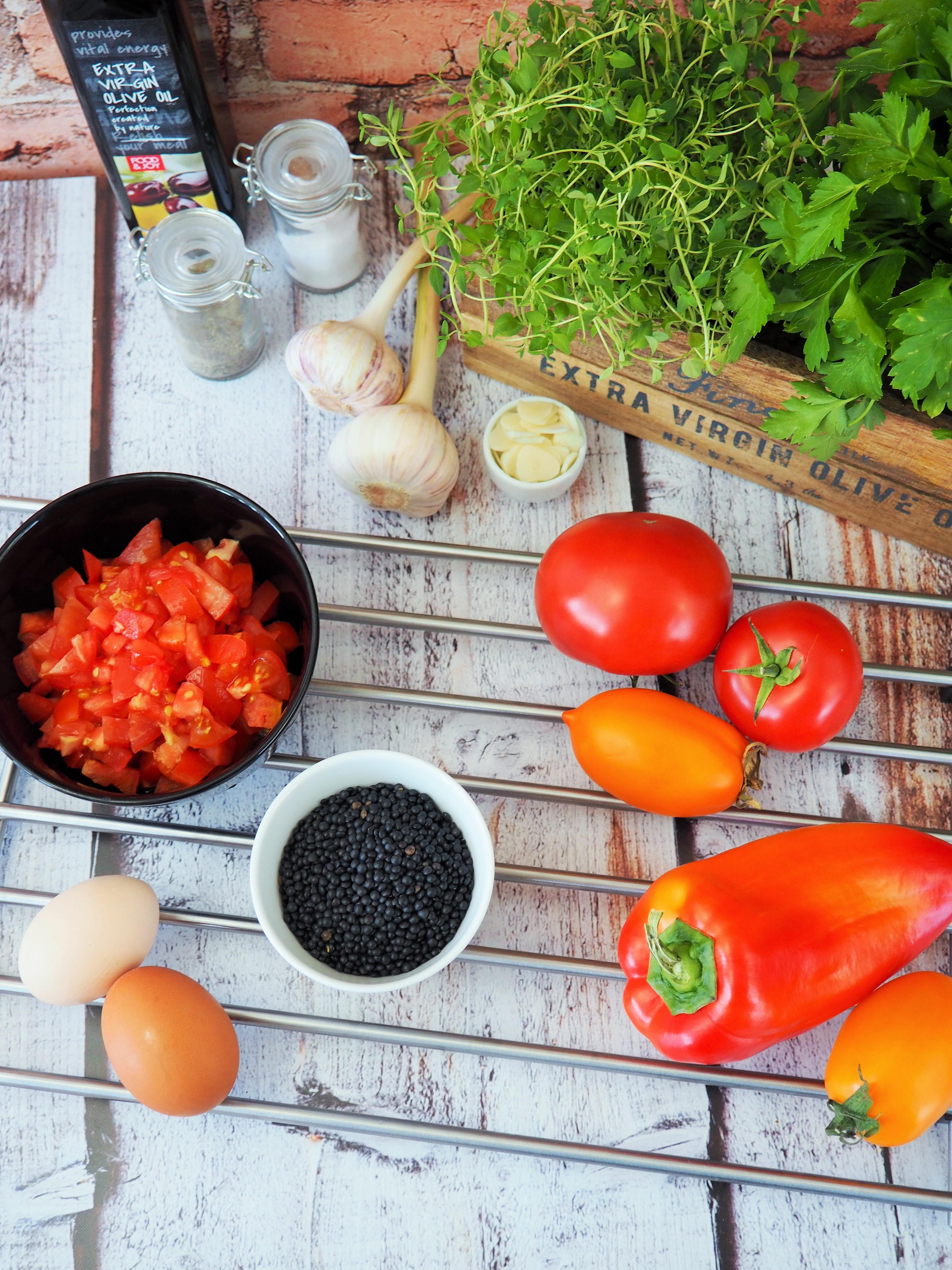 szakszuka z czarną soczewicą - składniki dania