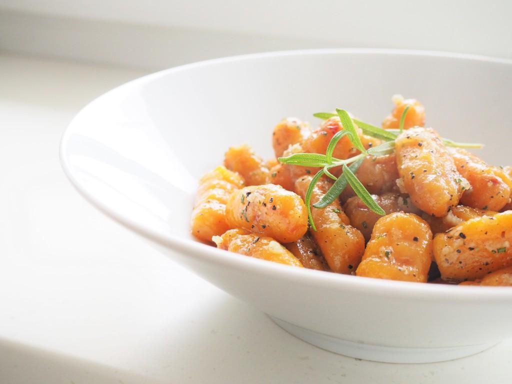 dyniowo-pomidorowe gnocchi z aromatyczną oliwą i miodem
