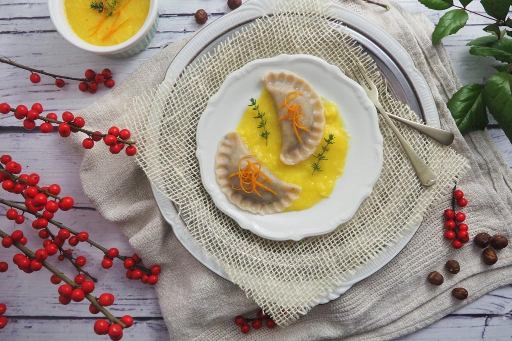 Pierogi gryczane z białym serem i makiem