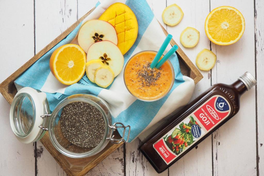Smoothie z mango z jagodami goji i nasionami chia