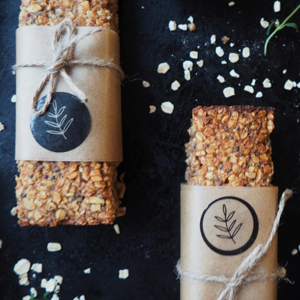 batoniki owsiane z masłem z orzechów laskowych Primavika