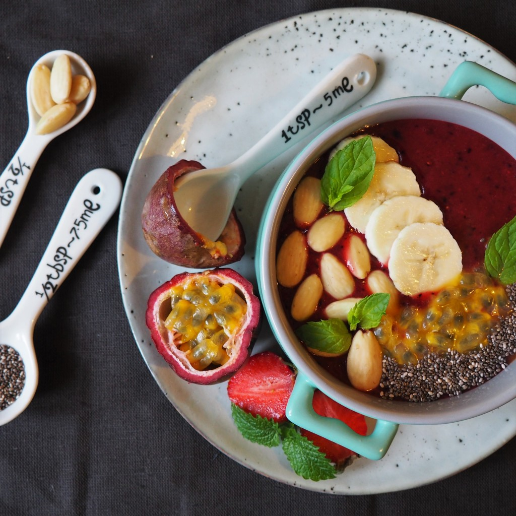 Purple Smoothie Bowl - fioletowa miseczka smoothie