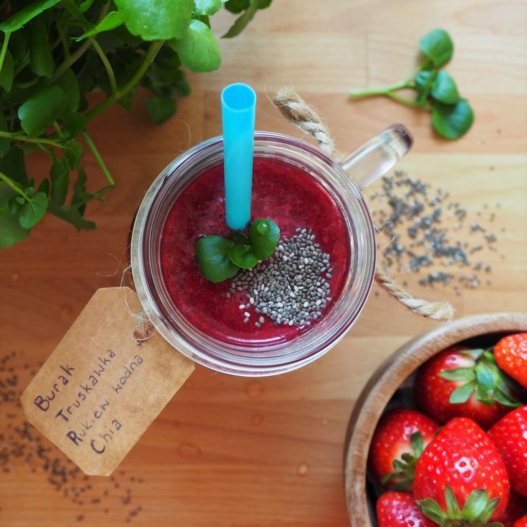 koktajl piękności z rukwi wodnej, buraka i truskawek
