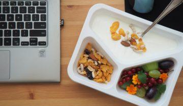 Lunch - jogurt naturalny z granolą i miksem owoców