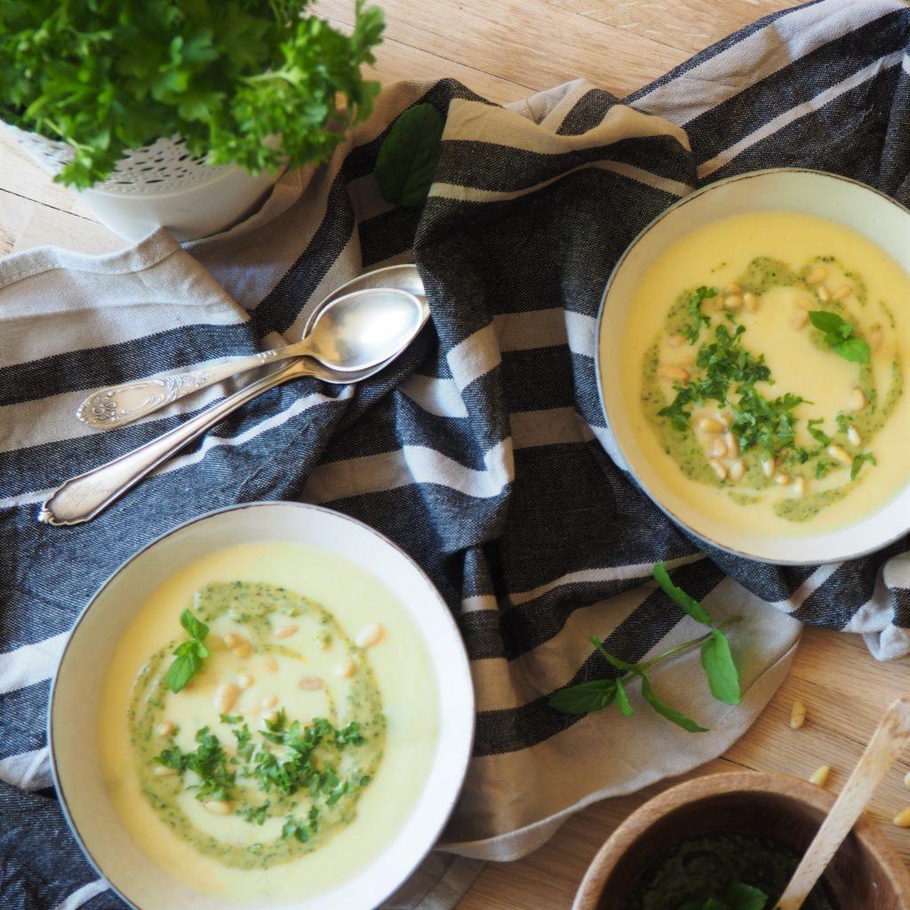 Zupa krem z kalafiora, kukurydzy i kopru włoskiego
