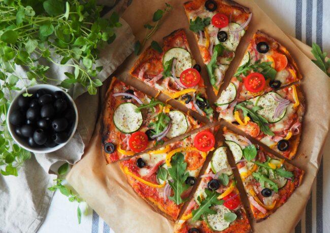 Pizza z batatu – dwuskładnikowe, bezglutenowe ciasto