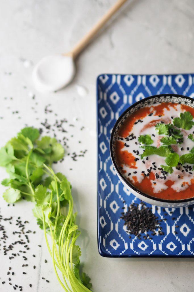 indyjski sos pomidorowo-kokosowy z kolendrą