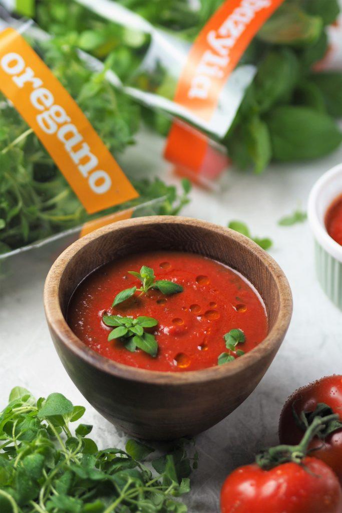 łagodny sos pomidorowy z oregano i bazylią