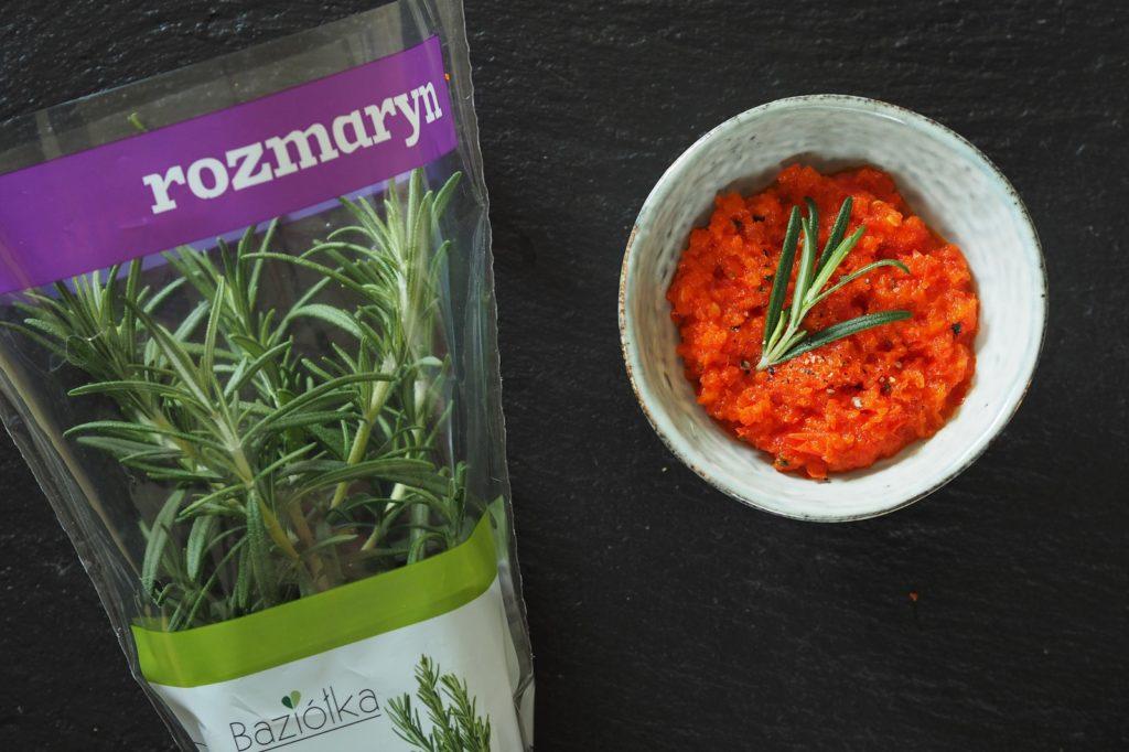 Sosy do grilla: pikantny sos paprykowy z czosnkiem i rozmarynem