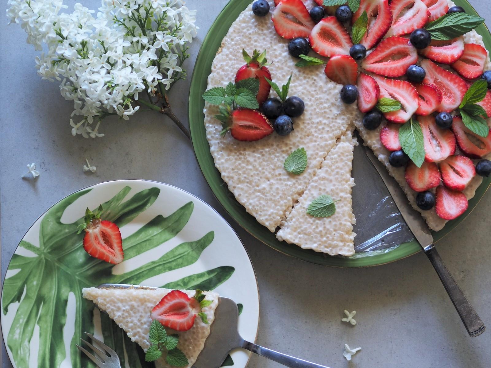 Wegańska tarta bez pieczenia – potrójnie kokosowy deser