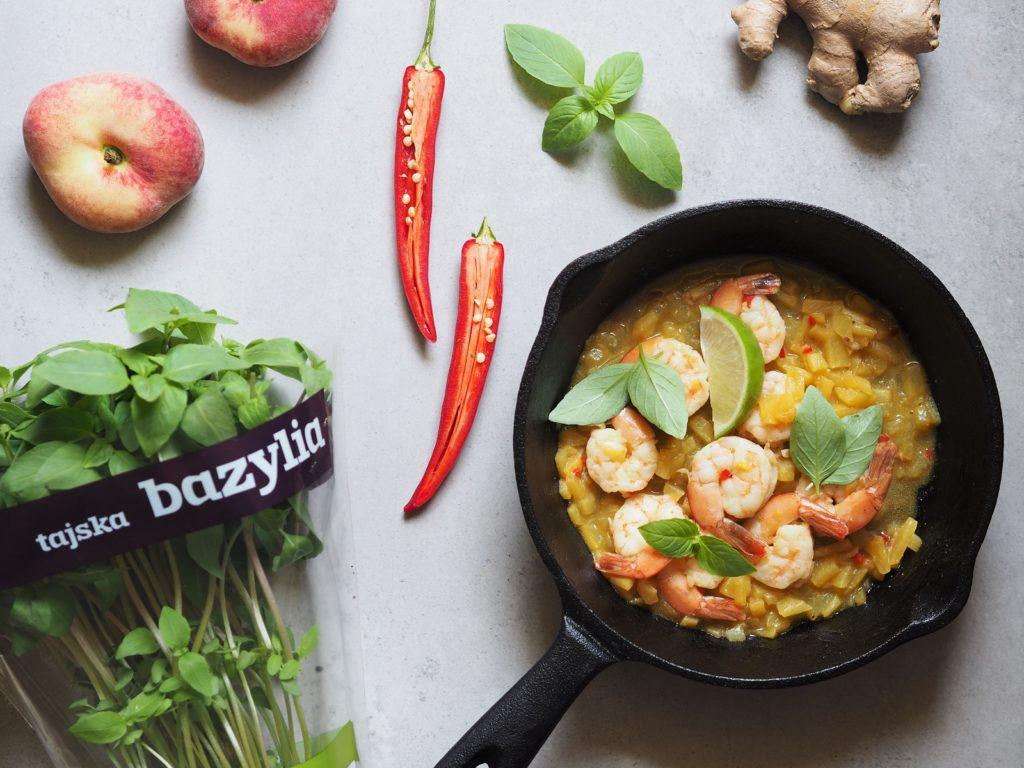 Krewetki z sosem słodko-kwaśnym i tajską bazylią