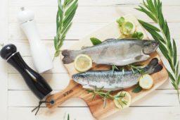 Ryba pieczona w całości – jak ją przygotować?