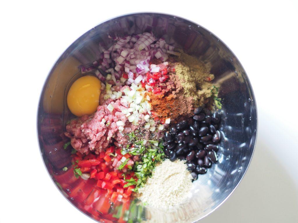 Odpowiednia kompozycja przypraw sprawi, że mięso mielone będzie aromatyczne, jeszcze bardziej zdrowe i nie będzie wymagało dużej ilości tłuszczu, aby doskonale smakować.