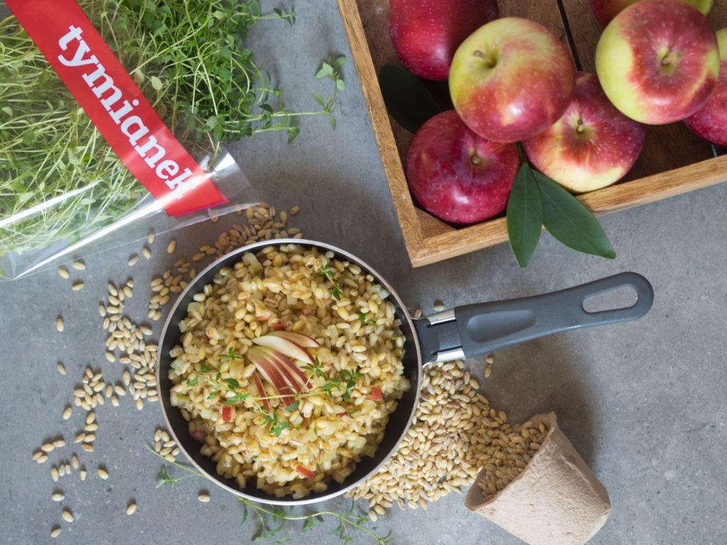 Kasza jęczmienna pęczak z jabłkami i świeżym tymiankiem