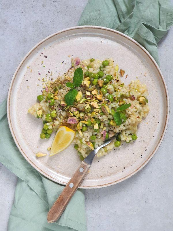 risotto cytrynowe z zielonym groszkiem i pistacjami