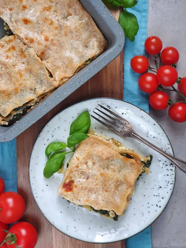 zielona lasagne ze szpinakiem, cukinia i ricottą