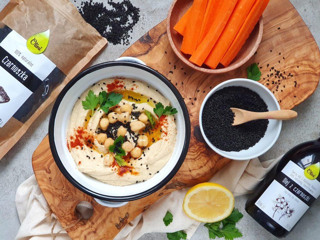 najlepszy hummus z Izraela z czarnuszką, słodką papryką i oliwą