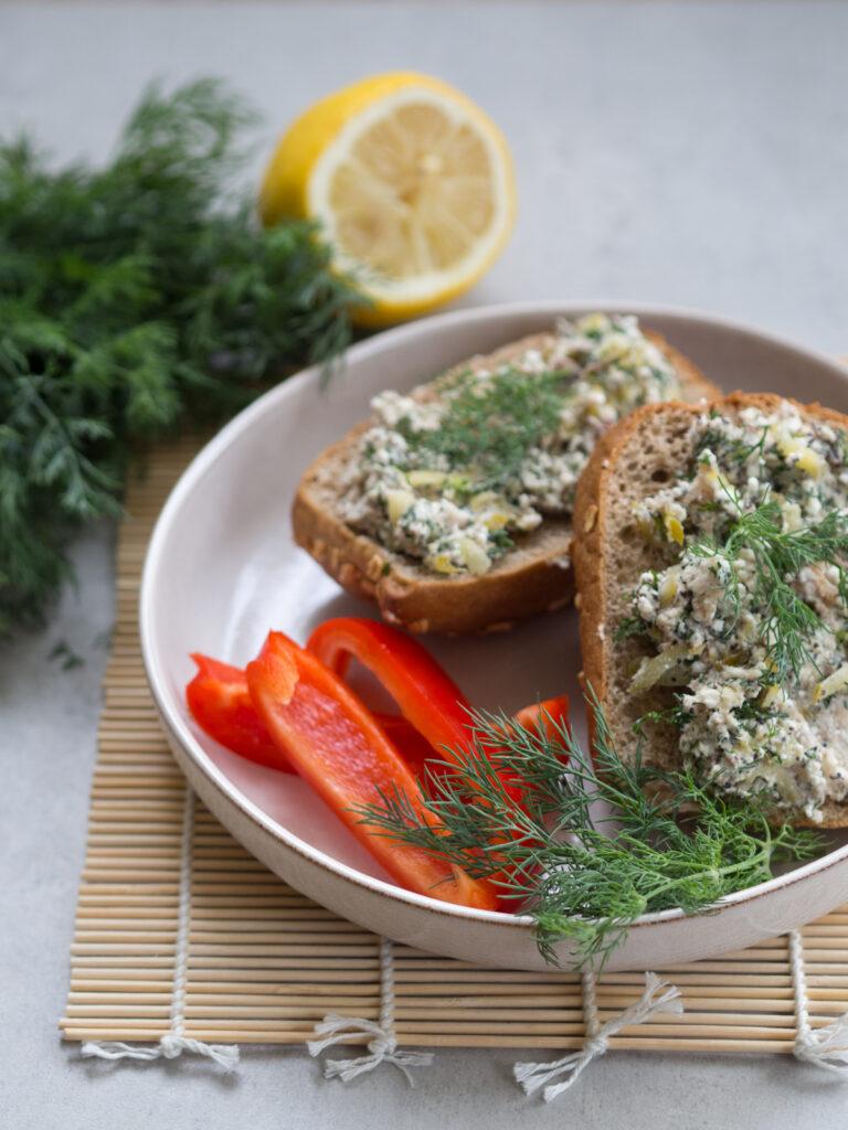 Makrela jest bogata w żelazo. Warto włączyć ją do diety w niedokrwistości.