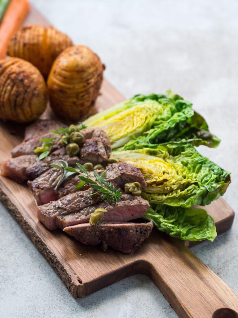 Wołowina tuż obok podrobów jest pionierem w kontekście dostarczania żelaza hemowego do diety.